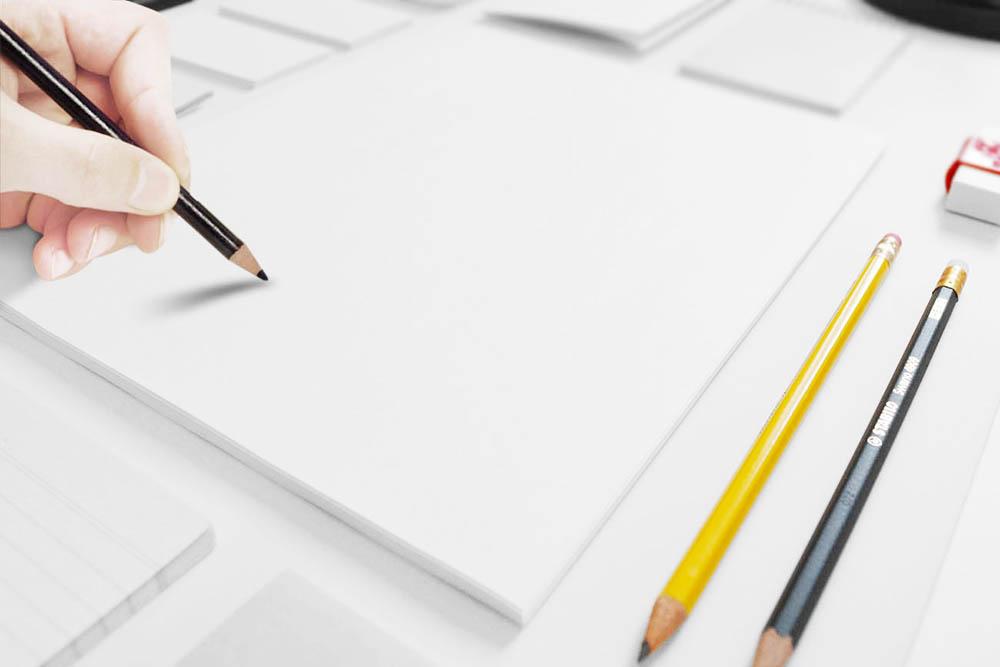 手繪logo樣機空白logo樣機 logo效果圖 標志設計樣機 logo設計效果圖 logo效果圖 VI樣機 logo貼圖 VI貼圖樣機 logo模板 VI效果圖 白紙貼圖模板,拿著鉛筆畫圖的手PSD分層素材,繪圖鉛筆,白紙,手部特寫,空白貼圖樣機,PSD